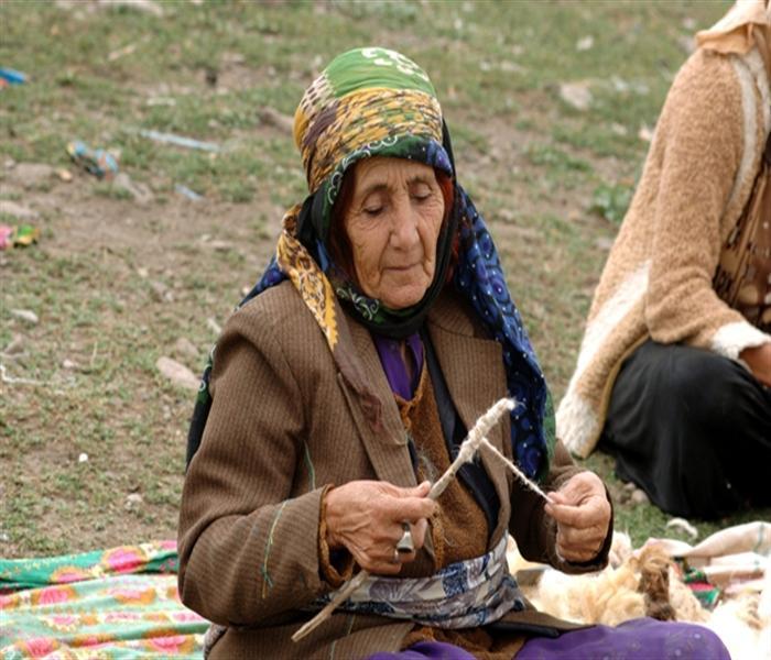 Iran nomad woman