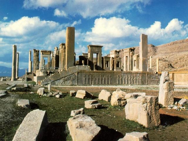 un viaggio in Iran verso Persepolis