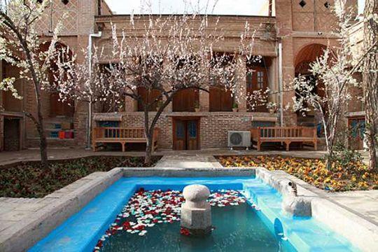 Qazvin Hotel Behroozi